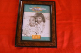 """Cambridge Frame Collection Brown/Black Plastic 5 """" x 7 """" Picture Frame - $99,44 MXN"""