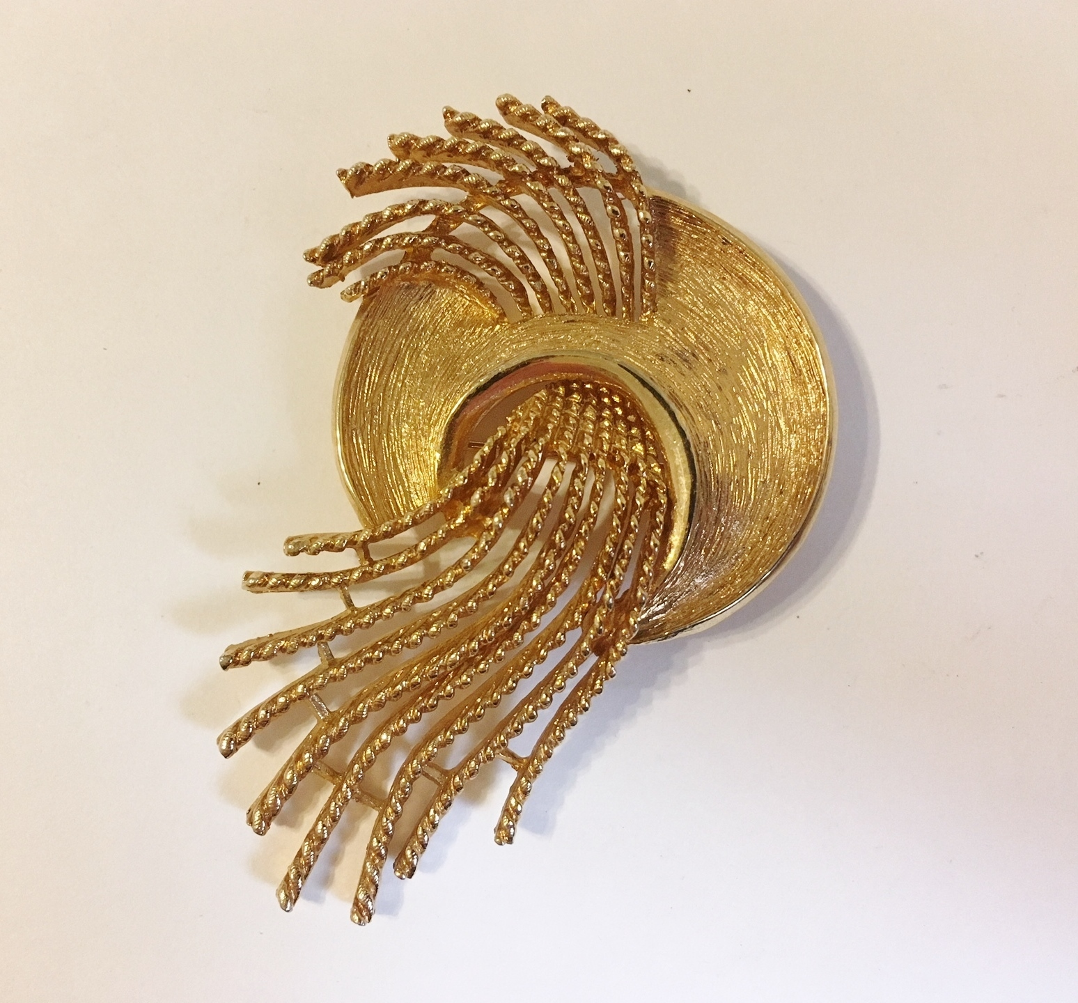 Primary image for Vintage Pin Brooch Modern Artist Pallet Swirl Rope Textured Gold Tone Metal