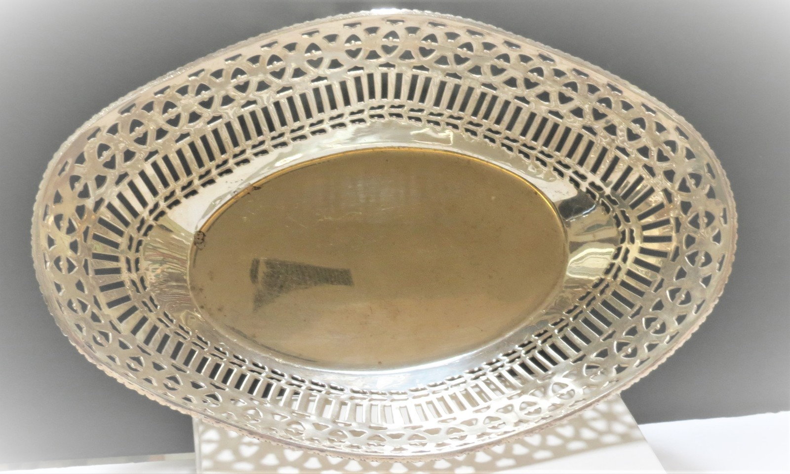 Primary image for Silver decorative serving bowl. Perfect for buns, biskets or bread. Plated unmar