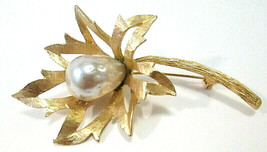 Vintage Signed BSK Gold Tone & Faux Baroque Pearl Flower Brooch Pin - $22.00