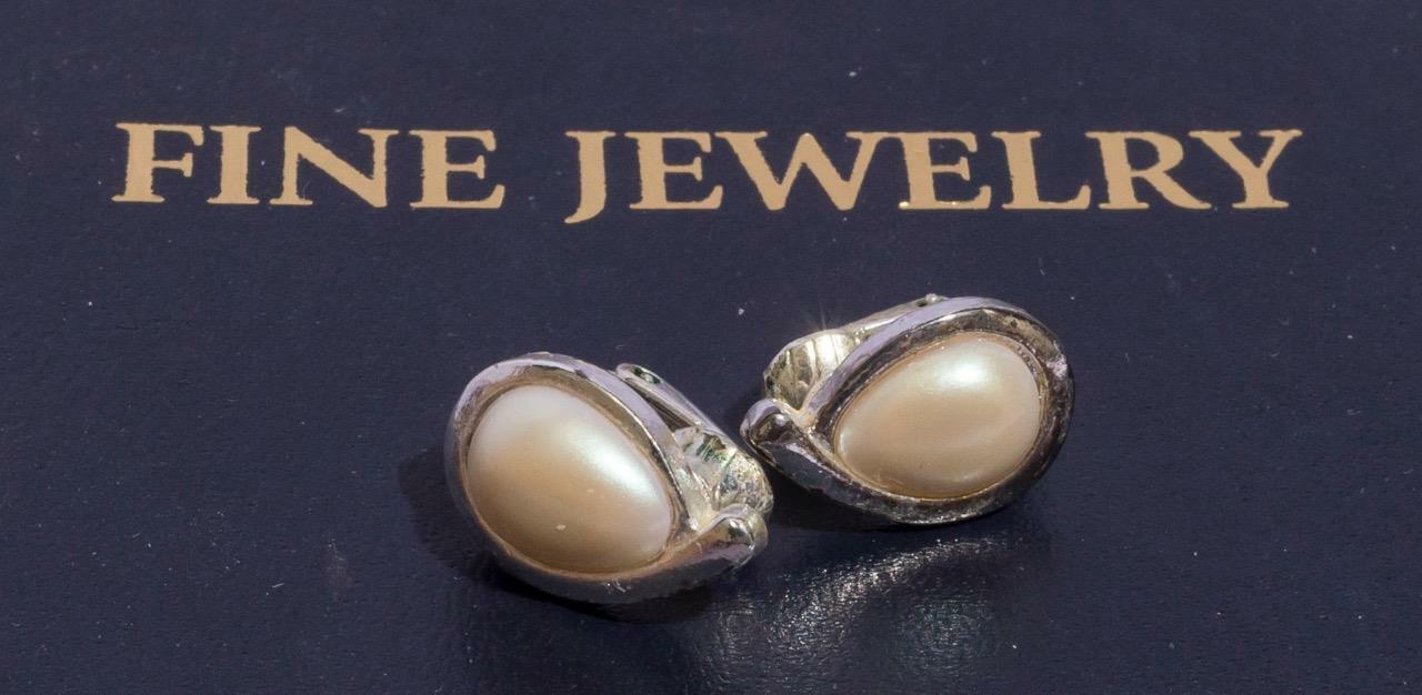Vintage Silver Tone Pearl Clip On Earrings Jewelry jds