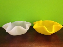 Vintage Ribbon Bowls Yellow And White Plastic Collectibles Lot Of 2 - $26.18