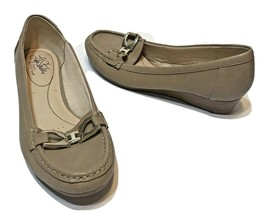 Lifestride Soft System Womens Faux Leather Tan Horse Bit Loafers Size 7.5M - $18.54