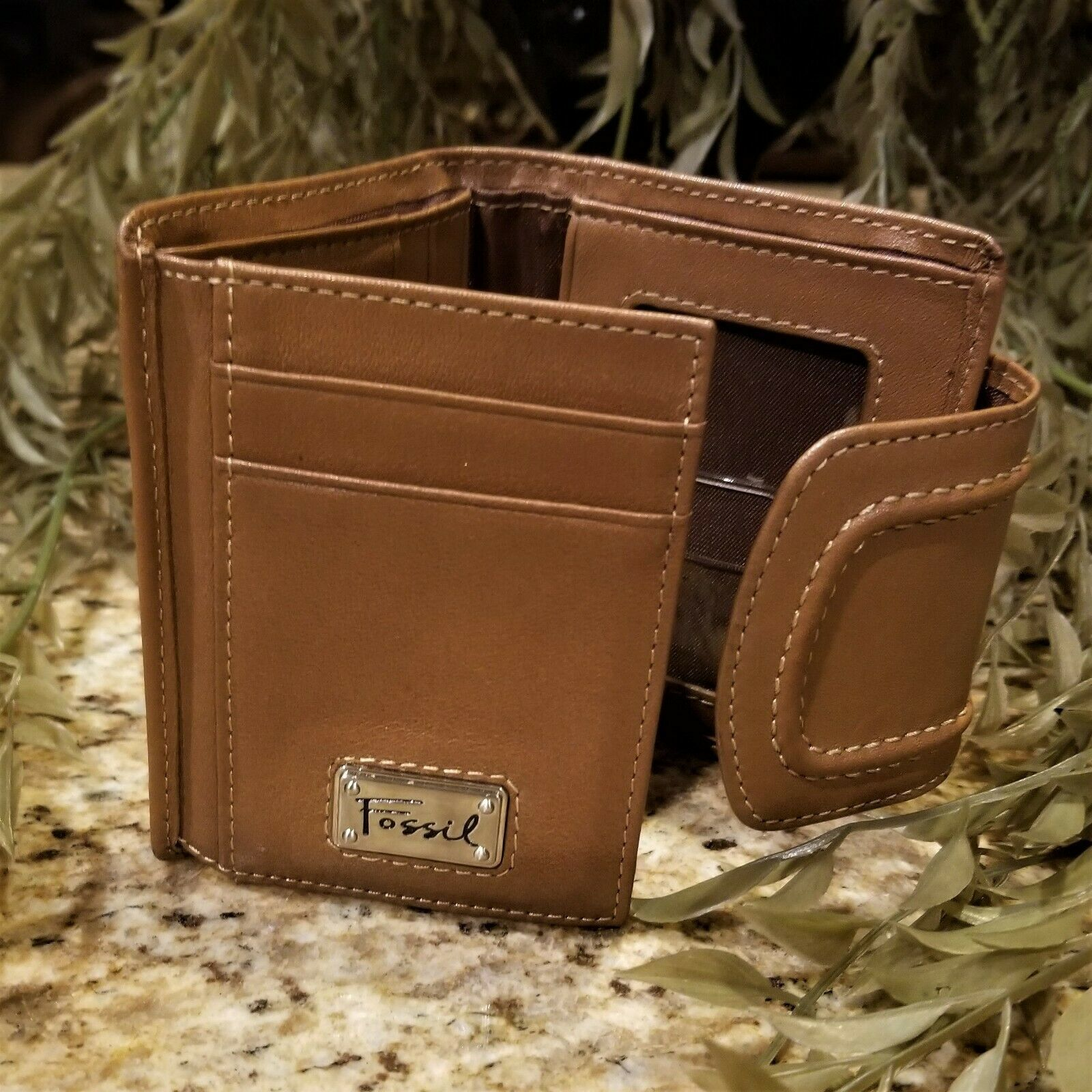 Womens FOSSIL Multi Compartment Tan Leather Trifold Wallet