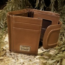 Womens FOSSIL Multi Compartment Tan Leather Trifold Wallet - $39.95