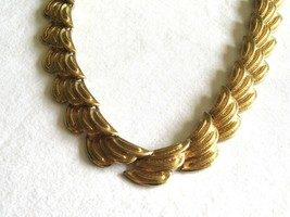 "Vintage Coro Gold Tone 16.5"" Choker Necklace Wing/Wavelike Shape 18 Links - $16.89"