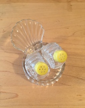 Vintage 50s glass Scallop Shell salt and pepper shaker set image 6