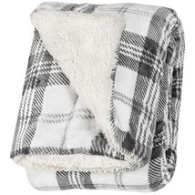 Life Comfort Ultimate Sherpa Throw - 60 in x 70 in White and Gray - $853,26 MXN