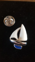 blue keel yacht boat  Lapel Pin Badge / tie pin. in gift box
