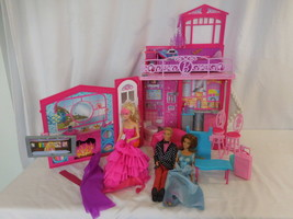 Barbie Glam Vacation House With Cute Accessories Mattel 2010 + Dolls Folds up - $45.58