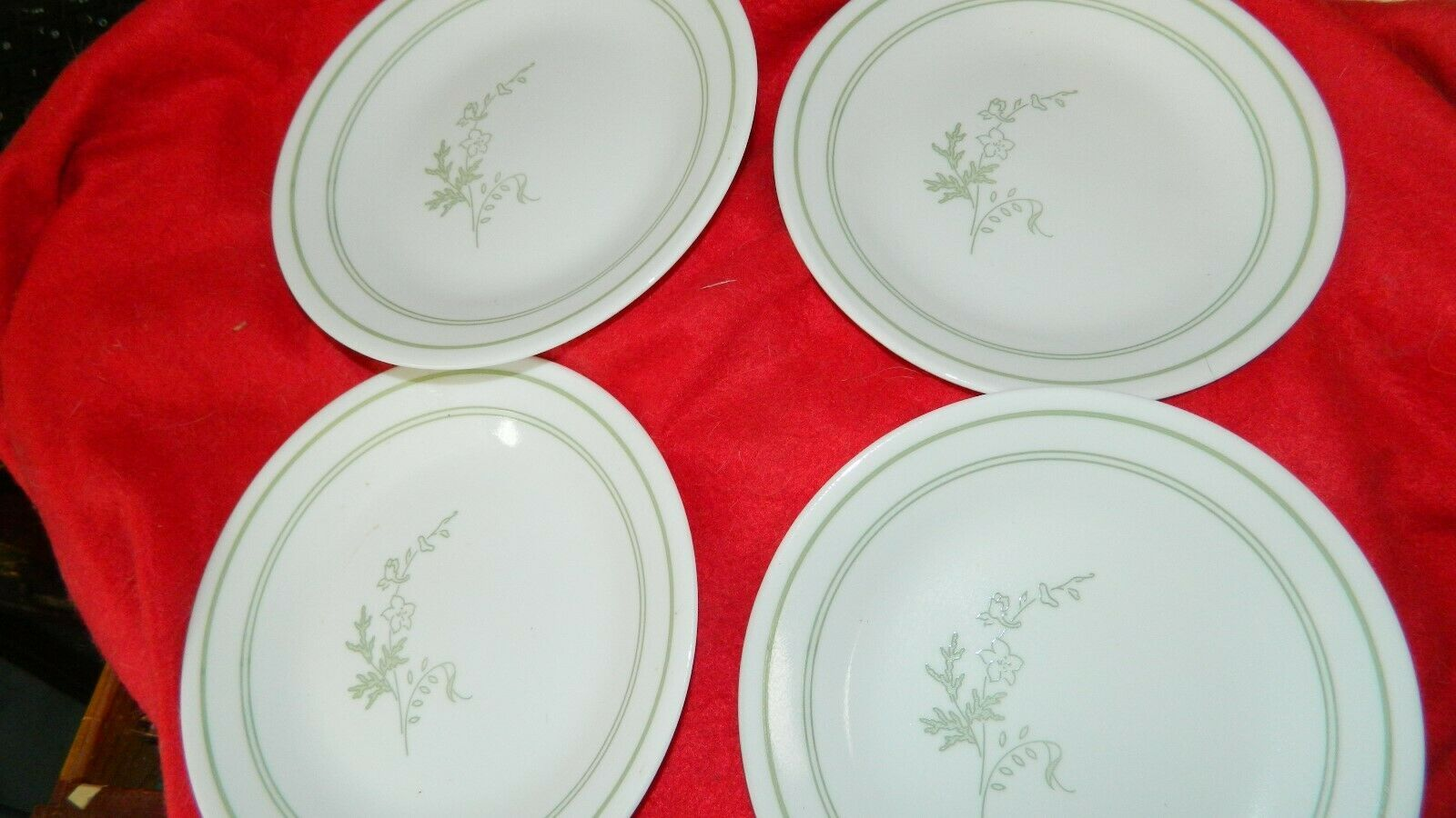 Primary image for CORELLE FLORAL SPRAY BREAD / DESSERT PLATES DISCONTINUED SET OF 4 FREE USA SHIP