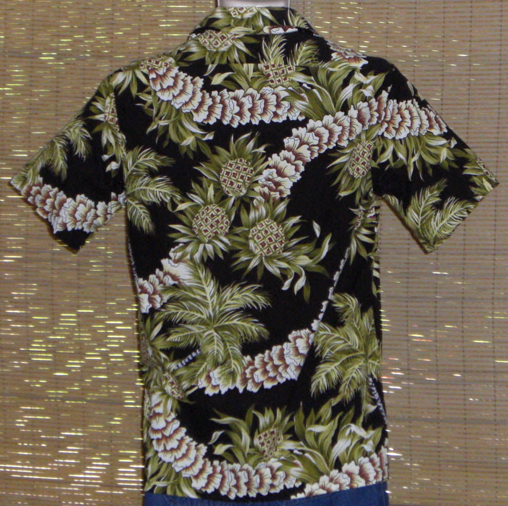 Hilo Hattie Hawaiian Shirt Black Green Pineapples Leis Size Small