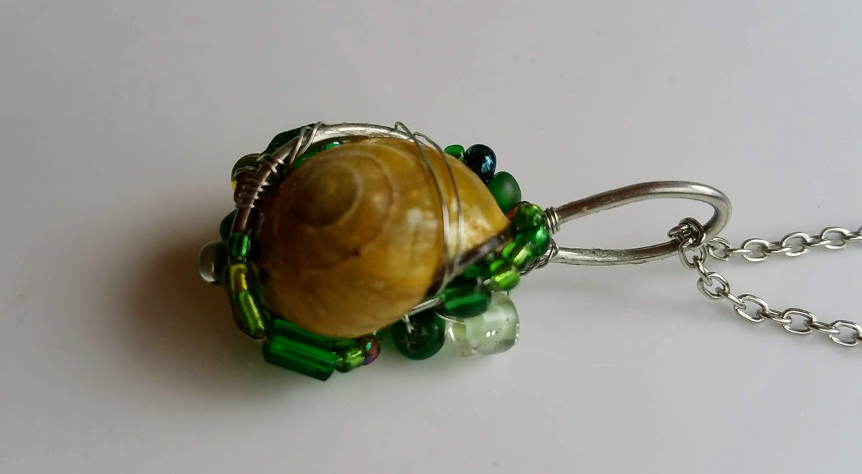 Rustling Leaves necklace: Natural snail with green beads