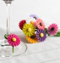 Trudeau Daisy Wine Charms - Cute and Interesting - $12.00