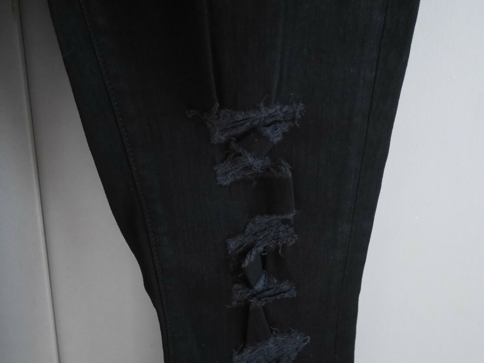 $198 NEW J Brand Maria - High Rise Skinny in Black Heart Destroyed - Size 29 image 6
