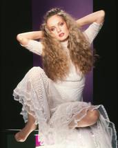 Twiggy Striking Barefoot Glamour Pin Up Legendary Fashion Model Pose 16x20 Canva - $69.99