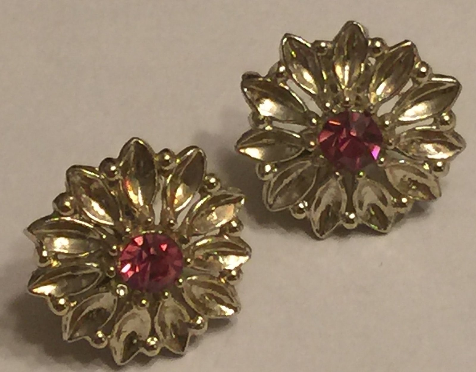+VTG 50s Screw Back Earrings~ Gold Tone Flowers w/Deep Pink Rhinestone Centers image 3