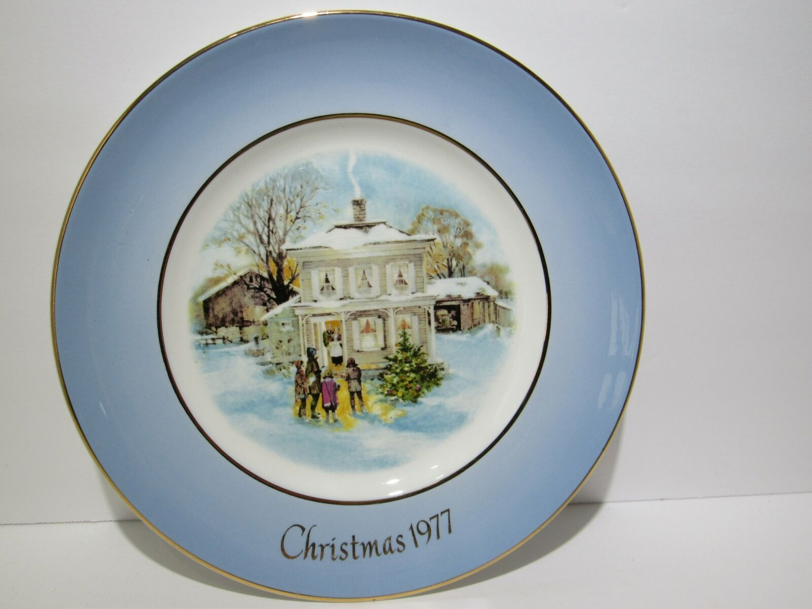 1977 Avon Christmas Plate Series Fifth Edition Carollers in the Snow in Box vtg image 2