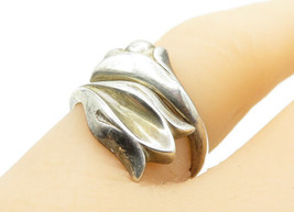 AVON SPAIN 925 Silver - Vintage Shiny Flower Bypass Band Ring Sz 7 - R13056 - $28.53