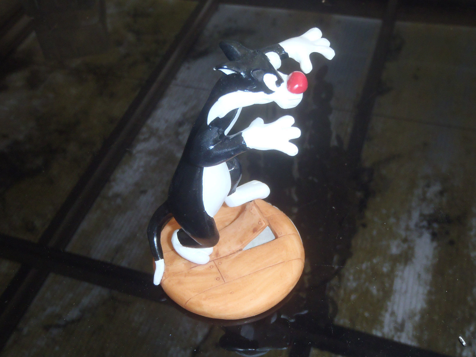 Primary image for Extremely Rare! Looney Tunes Sylvester Tripping over Floor Bord Figurine Statue