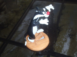 Extremely Rare! Looney Tunes Sylvester Tripping over Floor Bord Figurine... - $102.00