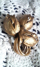 Vintage Signed Tortolani Gold Tone Textured Flowers Pin Brooch - $17.10