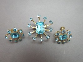 Vintage Coro Rhinestone Brooch Earrings Set Brilliant Blue Stones Emeral... - $22.76