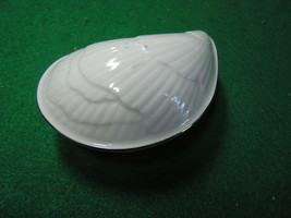 "Beautiful LENOX  SHELL Trinket Box 4""x2.5""x2"" Gold Trim.....FREE POSTAGE... - $16.42"