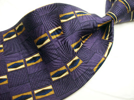 BILL BLASS Purple Gold  GEO WATERMARK  Mens 100 SILK  Necktie 8 819c - $18.99