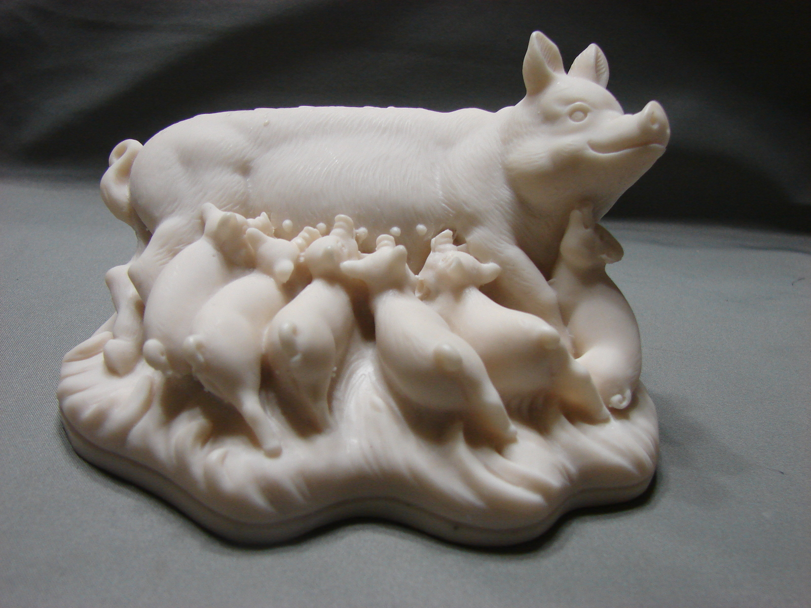 Suckling Pigs F.A.R.O.  5 inch Wide Figurine made in Italy