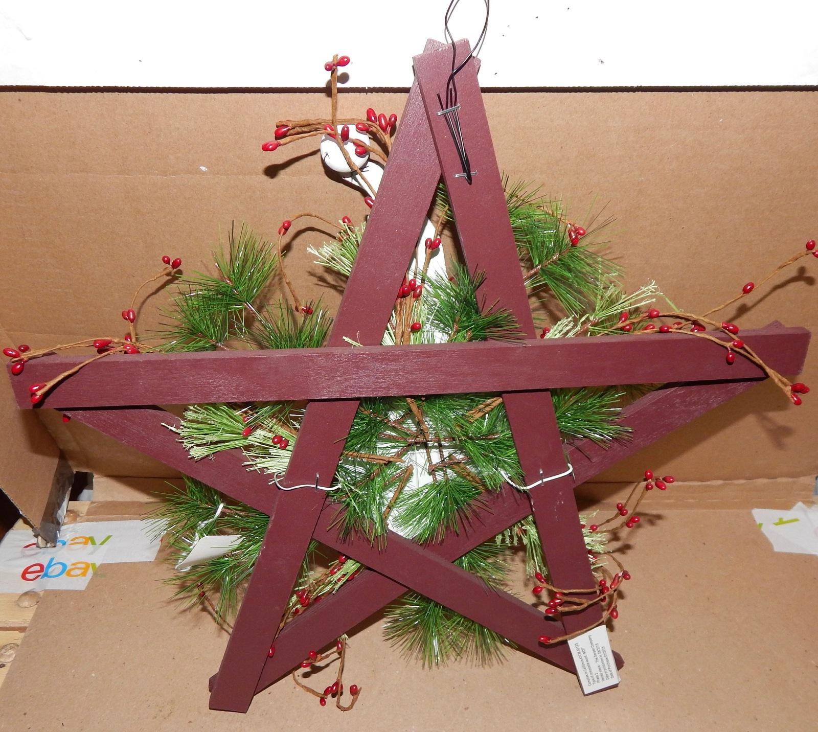 "Christmas Hanging Wall Decor Bottle Cap Santa On Star Wood Wreath 16"" USA 156D"