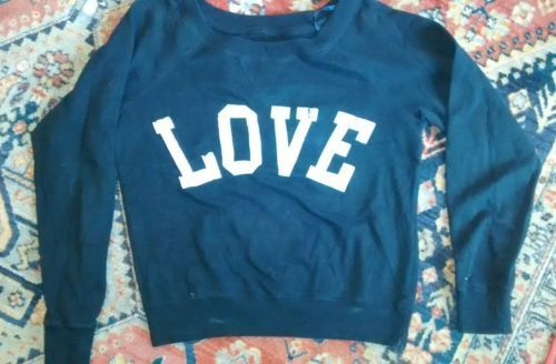 "Primary image for Green Sleeved Brand Los Angeles Black Sweatshirt Says ""Love"" Size SMALL"