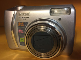 Nikon Coolpix LI Camera for Parts - $9.01