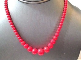 VINTAGE DARK LIPSTICK RED GRADUATED BEADED NECKLACE LUCITE  - $28.00