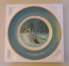 Christmas 1976 BRINGING HOME THE TREE Avon Collector Plate Enoch Wedgwood - $9.95