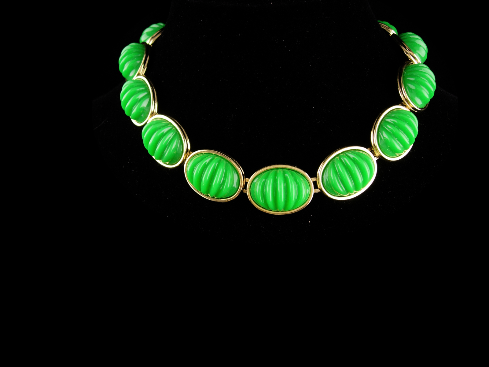 Vintage Monet necklace set / original tag - green ribbed cabs - Clip on earrings