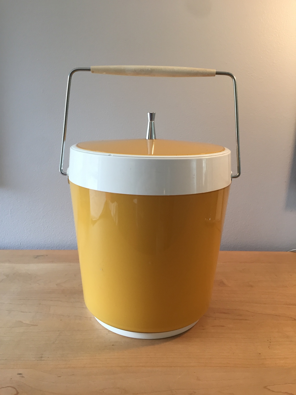 Vintage 70s ice bucket by West Bend (atomic gold/white thermal)