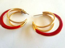 STUNNING VINTAGE TRIPLE HOOP RED ENAMEL GOLD TONE EARRINGS - €2,46 EUR