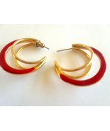 STUNNING VINTAGE TRIPLE HOOP RED ENAMEL GOLD TONE EARRINGS - $3.93 CAD