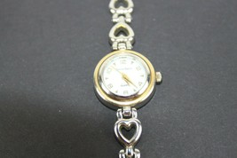 Vintage Jaclyn Smith Heart Band Ladies Watch - $10.55