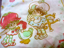 VTG STRAWBERRY SHORTCAKE Twin Size FITTED Sheet American Greetings 1980s - $17.15