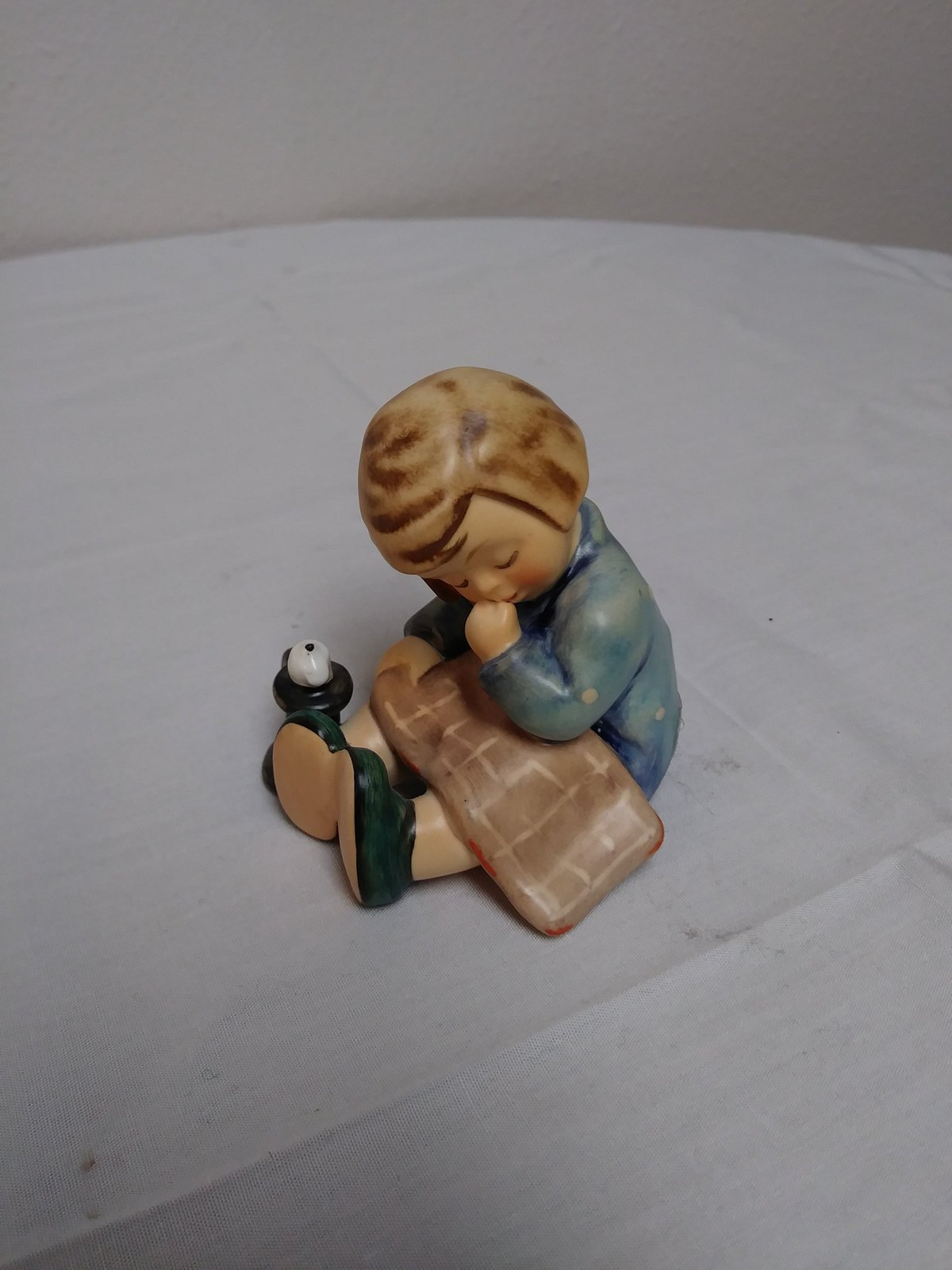 "Hummel ""A Nap"" Goebel Figurine #534  Germany 1988"