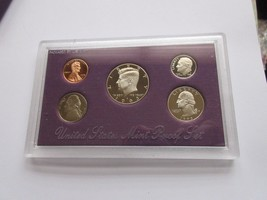 1993 . United States Mint Proof Set - $8.00