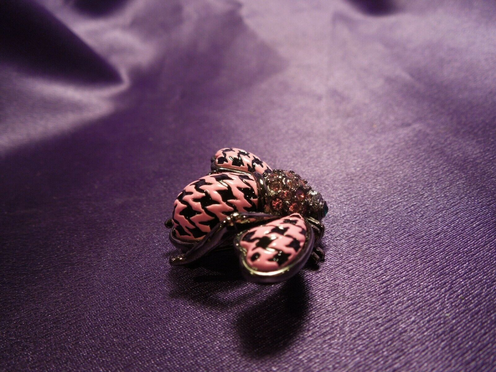 Rare Joan Rivers Crystal Enamel Black and Pink Houndstooth Bee Pin Brooch #2