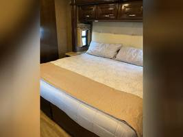 2017 THOR MOTOR COACH CHALLENGER 37LX FOR SALE IN Huntington Beach, CA 92605 image 8