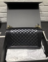 AUTHENTIC CHANEL BLACK PEARLESCENT PATENT LEATHER NEW MEDIUM BOY FLAP BAG SHW image 2