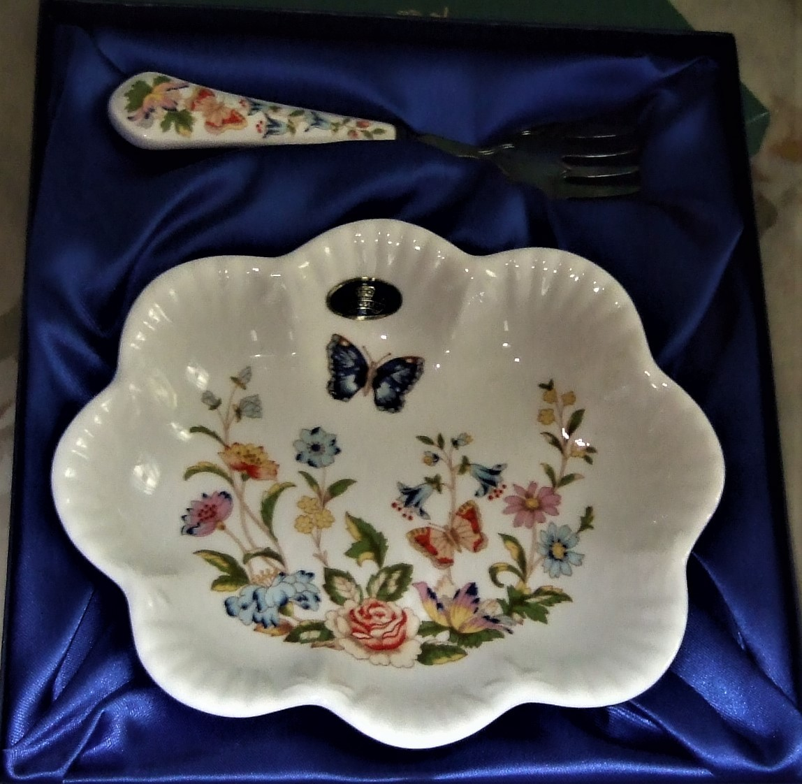 Aynsley - Vintage Cottage Garden serving dish, English Bone China image 8