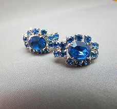 VTG Rhinestone Earrings Blue Screw Back Prong Set Silver Tone Excellent ... - $19.79