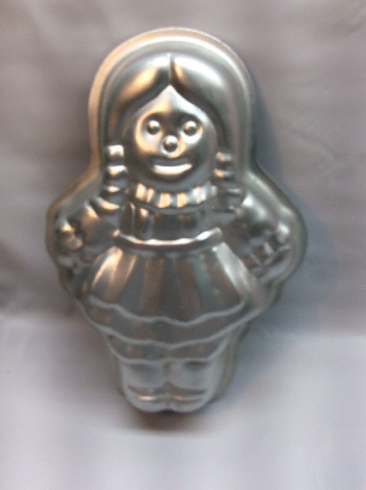 **Wilton 1975 Girl Doll Baby Shower Fashion Art Cake Pan R1