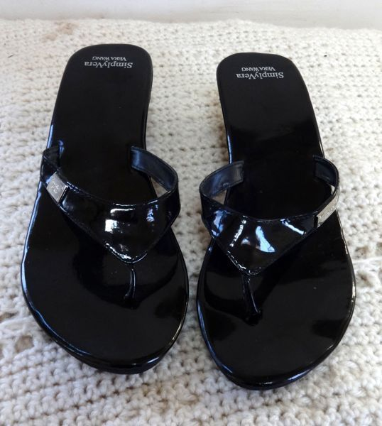 Primary image for EUC - VERA WANG SIMPLY VERA BLACK PLATFORM TOE WEDGES/FLIP FLOPS SIZE 11